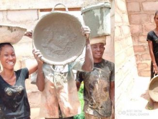 Photos & Video Of A Female Student Working As A Laborer Goes Viral
