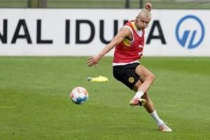 Erling Haaland holds Borussia Dortmund talks after Chelsea bid rejected